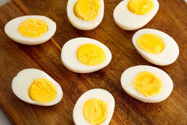 Почему курицы несут яйца с густым желтком